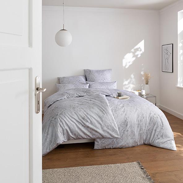 Bettwäsche Estella Svizzera 2054 SCHWEIZER PREMIUM-SATIN silber 155x220 + 80x80 + 40x80 cm